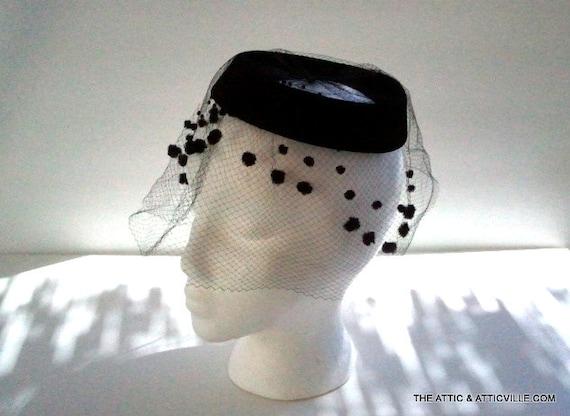 1950s Black Velvet cocktail hat with net tulle veil and flocking