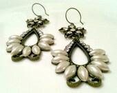 pearl flowers - earrings