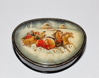 Vintage Russian Fedoskino Folk Art Troika Lacquer Jewelry Keepsake Box
