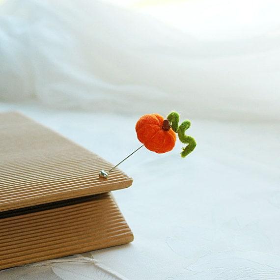 Felt pumpkin pin - Pumpkins party - hand felted brooch, orange and green,Halloween gift idea