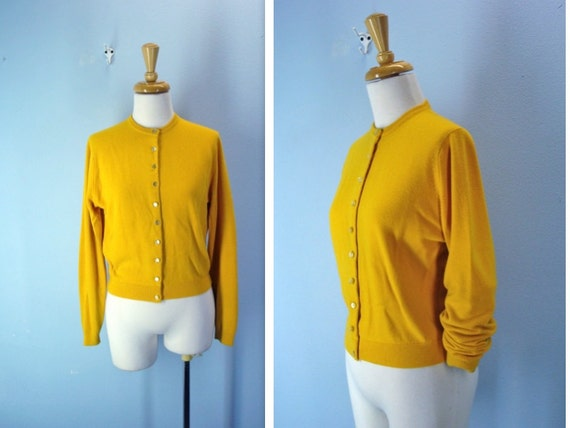 Vintage 1960s Sweater / 60s Gold Cardigan Sweater / s-m