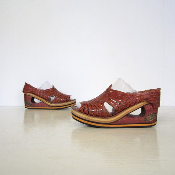 1970s Wooden Wedges / 70s Huarache Sandals / Cut Out Platforms 8