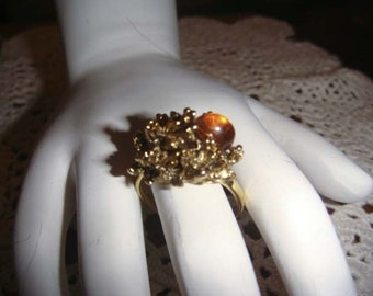 Vintage Gold toned leaf ring with large amber piece adjustable band