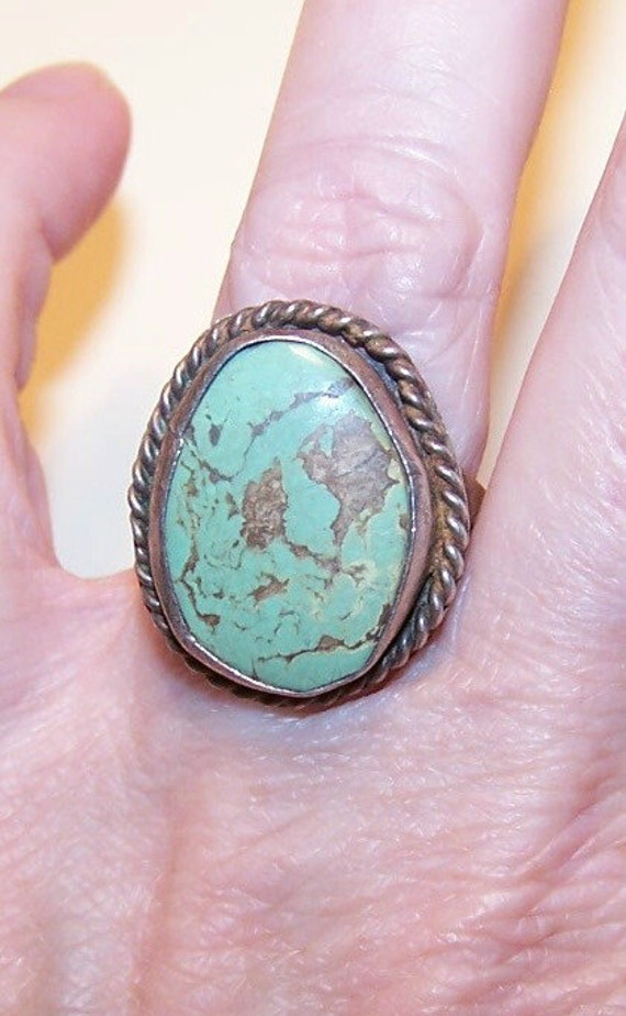 Vintage STERLING SILVER & Turquoise Cab Ring.....