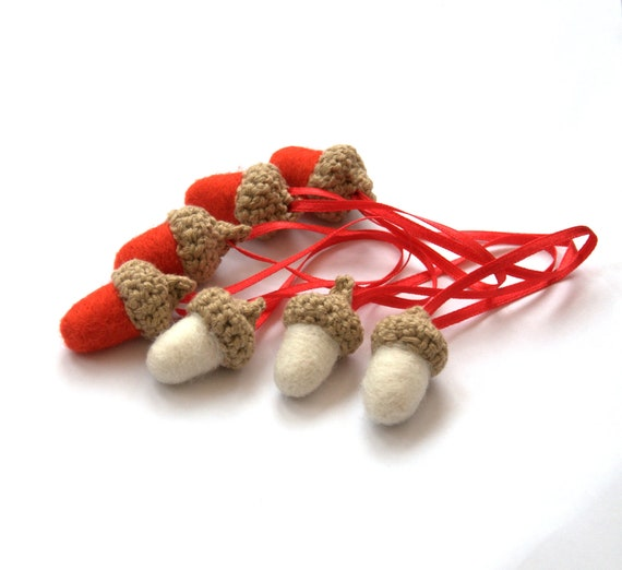 Red white felted acorns home decor set of 8 wool beige crochet Weddings favor gift for her love garland party decoration ornament