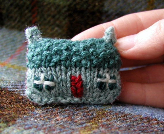 Brooch Pin Knit and Embroidery Green Mist Cottage