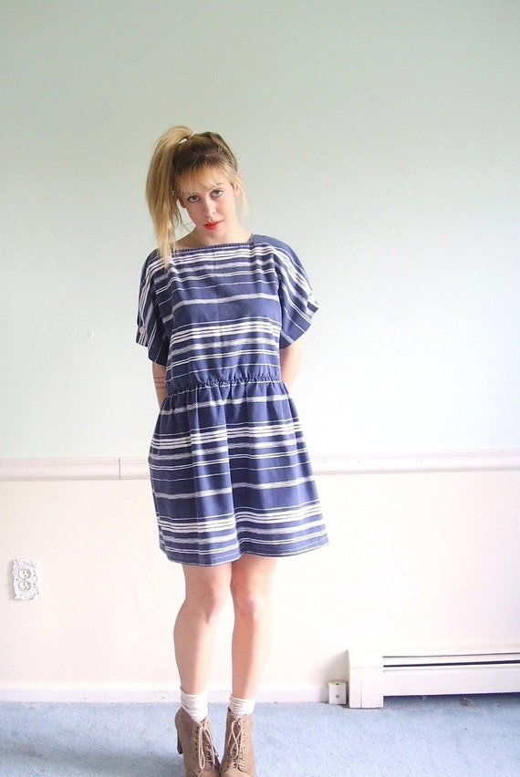 ON SALE  Nautical Blue Vintage 70s SS Variegated Striped Mini Dress Large l p