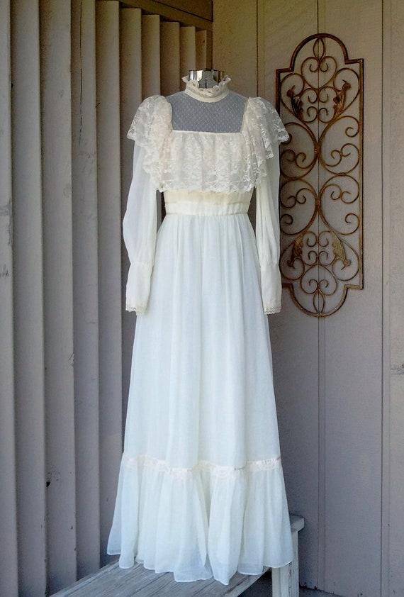 1970's Vintage Ivory Lace Renaissance Wedding Dress Size small