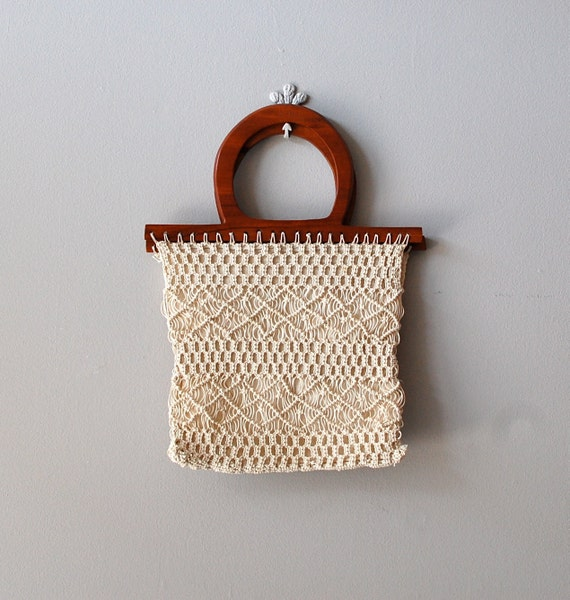 S A L E .... crochet bag / 70s wood handle handbag / Oceanside bag