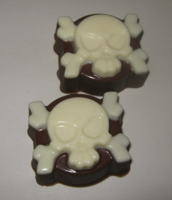 One dozen skull and crossbone chocolate covered oreo sandwich cookie party favors