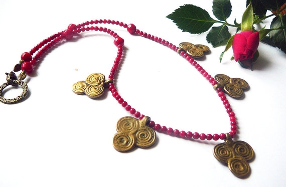 Triple Spiral Dance - Necklace / Red Coral Bamboo