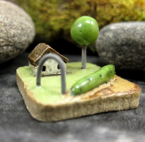 MyLand - Green Fence - Collectible 3x3 cm or 1.2x1.2 in. puzzle in stoneware