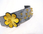 SALE Daisy leather bracelet. Leather jewelry. Grey and yellow