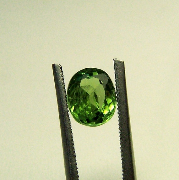 Green Tourmaline Gemstone - Green Tourmaline - faceted Gemstone - natural unheated untreated - oval - oval cut - bright light