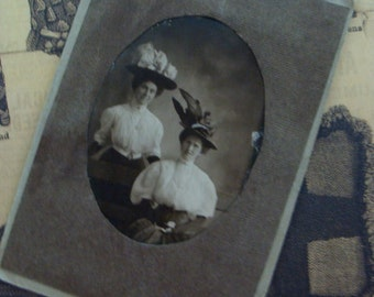 Antique Haute Cabinet Photo Victorian Sisters