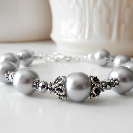 Gray Pearl Bridesmaid Bracelet, Silver Pearl Bridal Jewelry, Beaded Wedding Jewelry, Maid of Honor Gift, Bridesmaid Gift