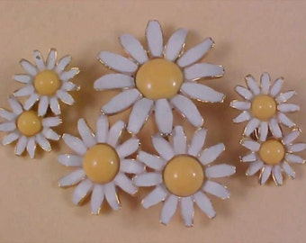 """Free Ship ~ WEISS - DAISIES Brooch & Clip Earrings - """" A Daisy A Day Suite"""""""