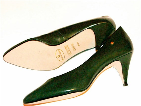 20bucksale vintage hunter green leather heels by etienne. Black Bedroom Furniture Sets. Home Design Ideas