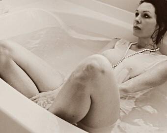 The Dirty Housewife. a r t i s a n . p e r f u m e . o i l . Ivy , anise, violet, amarise, tonka, vanilla