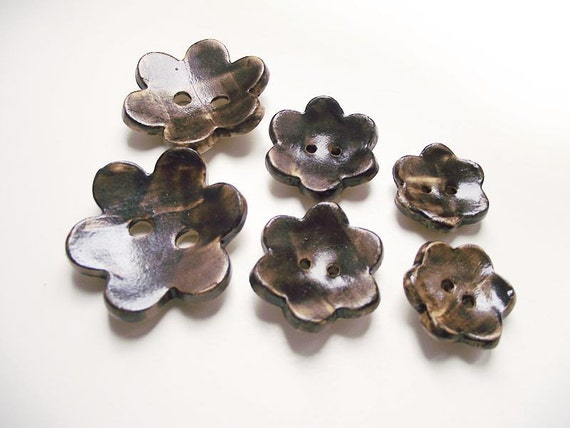 Stoneware Button Flowers in Brown -  6 Gres Buttons