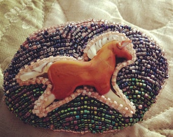 Beaded Brooch/Pin featuring a Palomino Horse Cabochon.