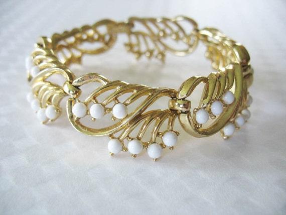 Vintage 1960's Crown Trifari Bracelet Goldtone White Thermoset
