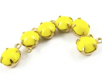 6 - Vintage Round Faceted Stones in 1 Ring Closed Back Brass Prong Settings - Yellow - 35s...