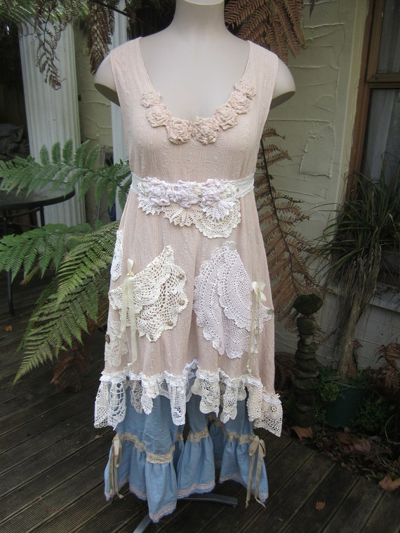 Vintage Kitty.. Lily Hannah, beautiful cotton muslin tunic dress.. caramel, cream, doilies, med-xl.