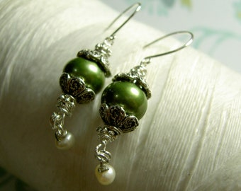 HALF PRICE Ghostly Victorian - green pearl earrings / pearl / green earrings / victorian earrings / silver earrings / pea green earrings