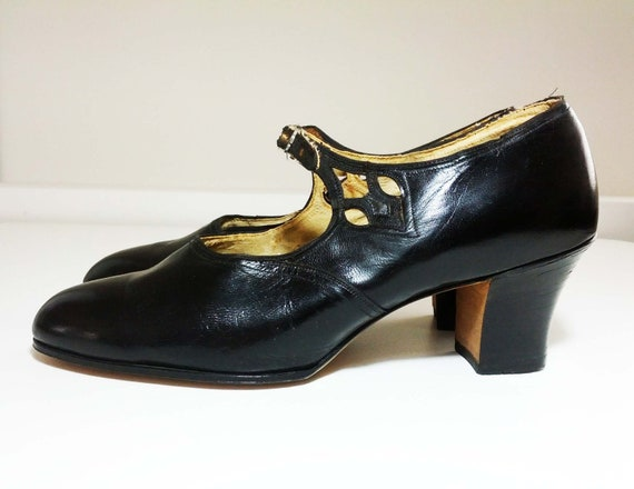 RESERVED - Gorgeous Vintage 1920s Black Leather Mary Janes w/Cutouts - FREE SHIPPING