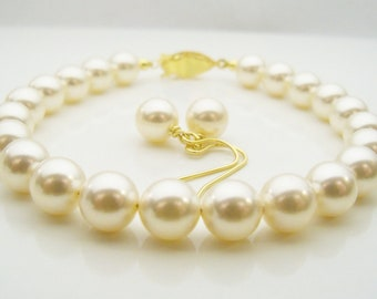 Set of 3 Pearl bracelets Swarovski pearl bracelet 8mm round cream color pearls and gold plated filigree clasp