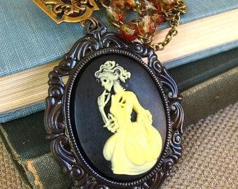 Romantic Decay - Zombie cameo gothic necklace - Bountiful Winepress