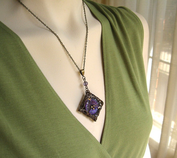 Small Pansy I - Purple flower filigree necklace - Elysia