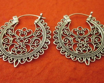 Outstanding Sterling Silver Traditional style hoop earrings / 1.25 inch / Bali handmade jewelry / Silver 925