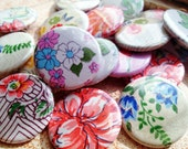 Vintage Floral Pin Pack - 4 Pinback Buttons - Vintage Fabric Recycled Textiles - Flower Pattern
