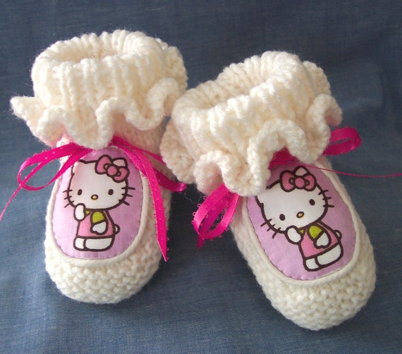Custom handmade Knit Hello Kitty Baby Girls Ruffled booties crib shoes Authentic Hello Kitty Handmade Appliques Gift Photos
