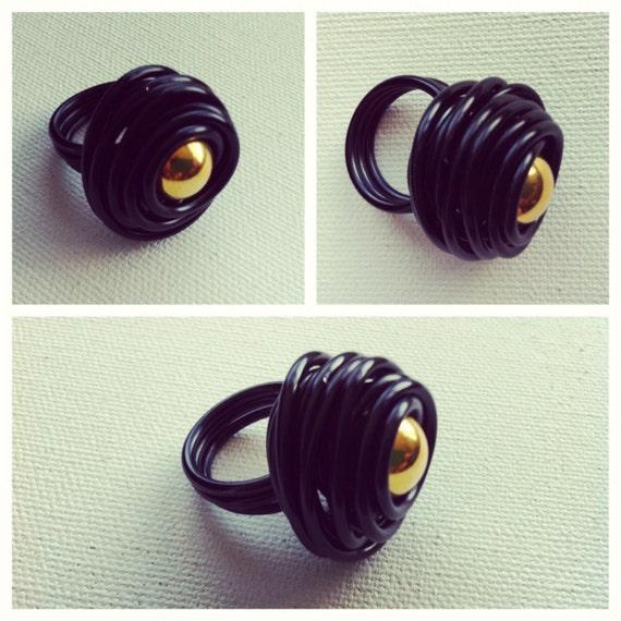 Rose Ring- Black w/Gold Bead