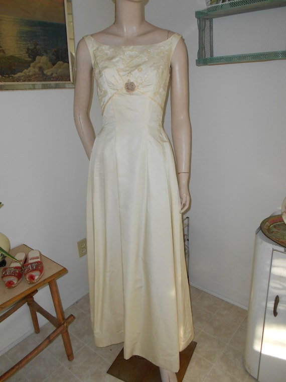 1960's Sleeveless, Beaded Bodice Off-White Wedding/Cocktail Dress - Size S-M