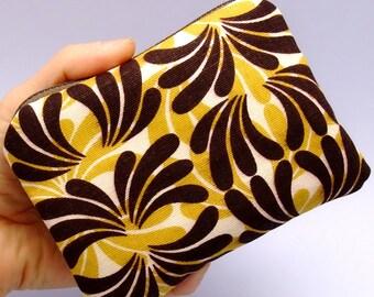 Brown fountain - Zipper pouch / coin purse (padded) (ZS-21)