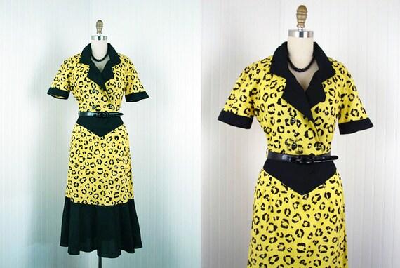 1950s Dress - Vintage 50s Atomic Leopard Novelty Print Yellow Black Cotton Fishtail Party Dress L - Bad Kitty