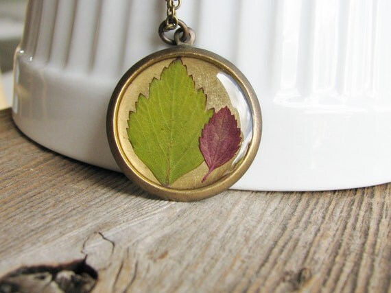 Pressed Leaf Necklace Botanical Jewelry Pressed Spirea Plant Leaves Gardening Fashion Resin Fall Foliage Antique Brass Chain