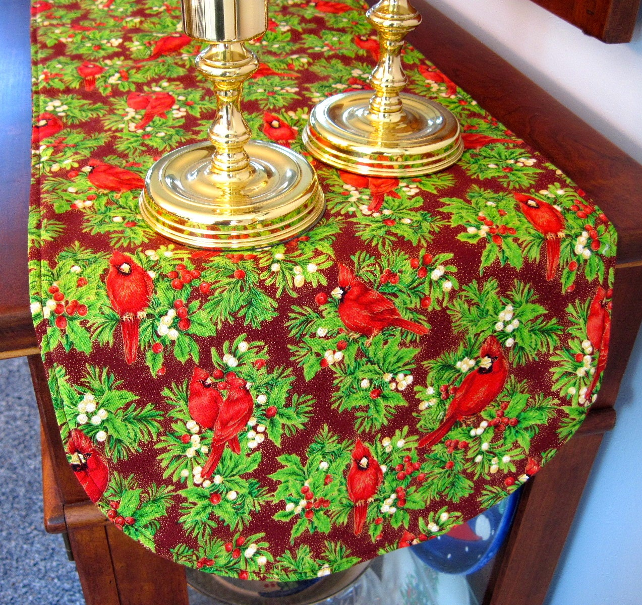 red christmas cardinal table runner cardinal and holly table. Black Bedroom Furniture Sets. Home Design Ideas
