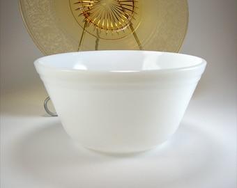 Medium White Milk Glass Mixing Bowl, Federal, Nesting Bowl, Fruit Bowl, Decorative