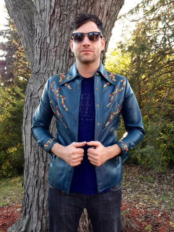 Vintage Mens 1970s Vinyl Faux Leather Blue Embroidered Flowers Jacket Small Medium