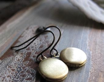 Brass Locket Earrings, Tiny Round Lockets Gold Brass, Vintage Locket Earrings Mini, Round Lockets