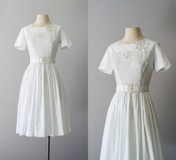 50s dress / 1950s white pintuck cotton / White Amaryllis dress