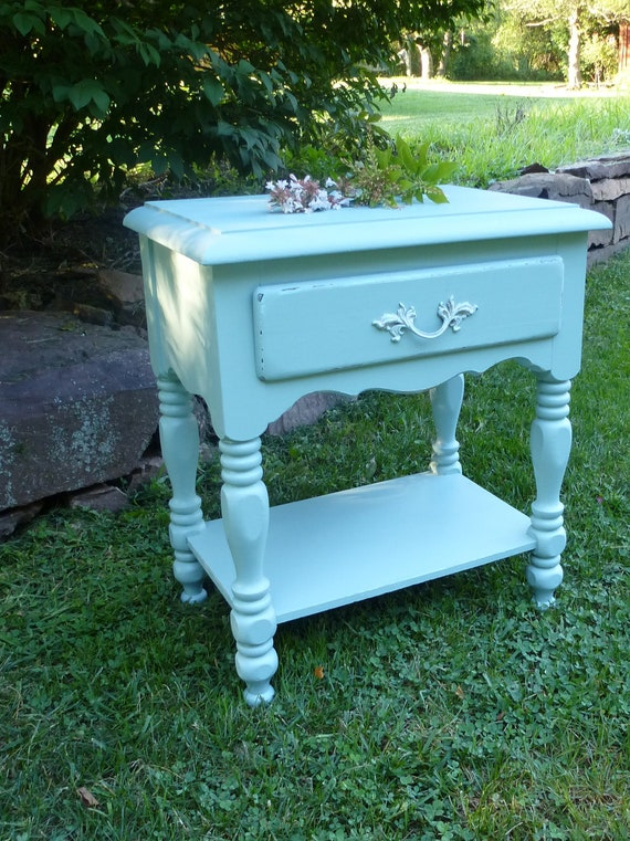 Beachy Bedside Table Vintage Poppy Cottage
