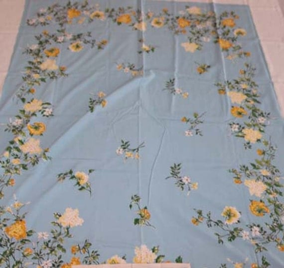 50s Aqua Cottage Chic Tablecloth PLUS Eight Napkins  Floral Beachhouse