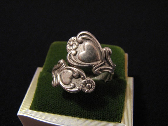 "Vintage 1975 Avon ""Treasured Heart"" Sterling Silver Floral Heart Spoon Ring"