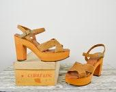 NOS 1970s platforms / 70s straw platform sandals / Carole King Platforms 7.5